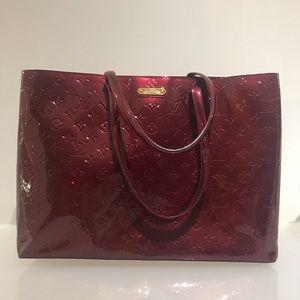 LouisVuitton Wilshire GM Vernis Monogram Handbag